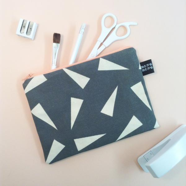 Triangle print washbag