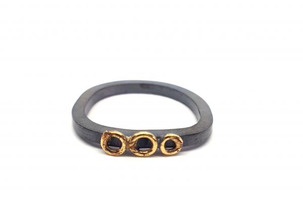 Three circles ring in gold and oxidised silver